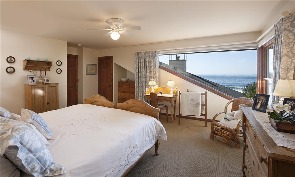 Master Bedroom Upstairs endless summer - vacation rental home - jsluxuryestates
